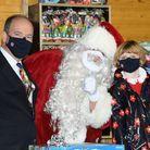 Père et fille en ont profité pour prendre une photo avec le Père Noël