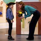 Bien que sa visite ait eu l'effet d'une surprise, Kate Middleton a reçu un bouquet de fleurs