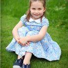 La robe col claudine, tenue favorite de la princesse Charlotte