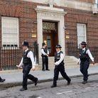 Les policiers devant St Mary