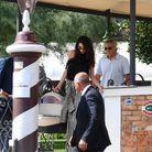 Les Clooney sortent de leur hôtel
