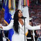 Demi Lovato pendant l'hymne national