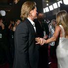 La photo qui rend le monde fou, Jennifer Aniston et Brad Pitt se tiennent la main