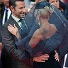 Regards complices entre Bradley Cooper et Lady Gaga