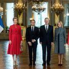 Brigitte et Emmanuel Macron posent avec le roi Philippe et la reine Mathilde au sein du Palais royal