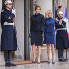 Les premières dames saluent les photographes
