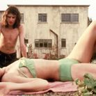 """Charlotte Gainsbourg et Andrew Robertson dans """"The Cement Garden"""" en 1993"""