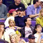 Leonardo DiCaprio et Gisele Bündchen dans les tribunes d'un match des Lakers en 2001