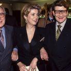 Pierre Bergé, Catherine Deneuve et Yves Saint Laurent lors de l'inauguration du salon de beauté du couturier à Paris, en 1992