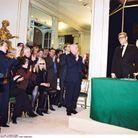 Yves Saint Laurent et Pierre Bergé lors de la conférence de presse du couturier, en 2002