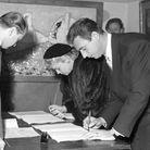 Simone Signoret et Yves Montand lors de leur mariage, en décembre 1951