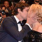 Premier baiser devant les objectifs