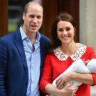Le prince William et Kate Middleton avec le prince Louis, à la sortie de la maternité
