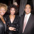 Whitney Houston entourée de ses parents, Cissy et John Houston