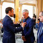 Emmanuel Macron remet la Légion d'honneur à Didier Deschamps