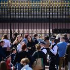 La foule devant Buckingham Palace