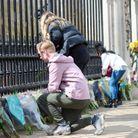 Les hommages se multiplient à Buckingham Palace