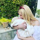Emma Roberts dévoile le visage de son fils Rhodes pour la fête des mères