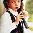 Dès l'âge de 7 ans, elle monte sur scène