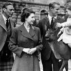 Le roi George VI, Elisabeth II et le prince Philip en sortie avec le prince Charles
