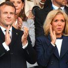 Le couple présidentiel applaudit les joueuses