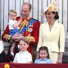 Louis, George et Charlotte sont au balcon