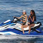 Bella Hadid lors d'une virée en jet-ski