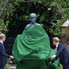 Ils dévoilent la statue à l'effigie de leur mère