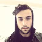 Le hairy selfie