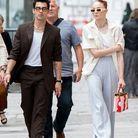 Le couple dans les rues de Paris