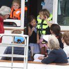 La princesse Charlotte s'amuse sur un bateau