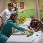 La duchesse passe du bon temps avec les patients