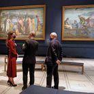 Kate Middleton échange avec le personnel du musée