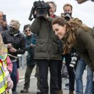 Kate Middleton échange avec des enfants