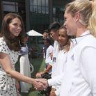 Avant le match, les duchesses ont rencontré un groupe de ramasseurs et ramasseuses de balles