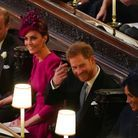 La main de Kate Middleton discrètement posée sur la cuisse de son mari