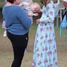 Kate Middleton s'émerveille devant un enfant