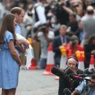 Will, Kate et George devant la presse