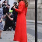 Elegante en rouge