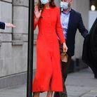 La duchesse porte un manteau rouge Eponine