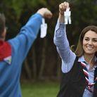 Kate Middleton a découpé des bonhommes en papier