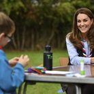 Kate Middleton discute avec un jeune membre