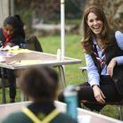 La duchesse de Cambridge passe un bon moment avec les scouts