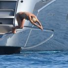 Kate Moss s'apprête à plonger dans l'eau