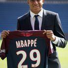 A l'été 2017, il signe avec le PSG