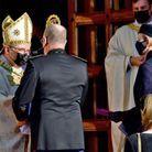 Le prince Albert de Monaco salue l'archevêque de Monaco