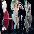 Parce qu'elle s'est fait huer aux « MTV Video Music Awards 2013 »