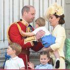 La petite famille sur le balcon de Buckingham Palace