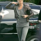 People mode tendance lecons style charlize theron blouson cuir