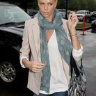 People mode tendance lecons style charlize theron veste beige
